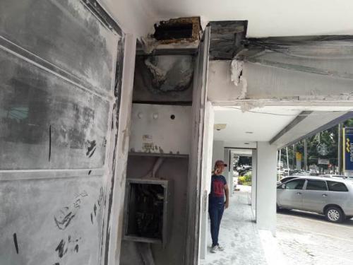 Boks panel listrik KFC Pondok Indah terbakar. (Foto: Muhamad Rizky/Okezone)