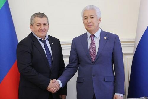 Abdulmanap Nurmagomedov dan Pemimpin Republik Dagestan