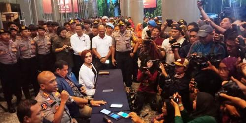 Konser Dewa 19 All Stars batal digelar di Surabaya. (Syaiful Islam)