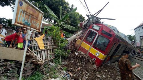 KRL terguling di Bogor