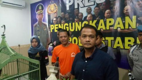 Seorang Warga Ciparay, Kecamatan Buah Batu, Kota Bandung Ditangkap karena Tanam Ganja (foto: CDB Yudistira/Okezone)