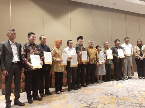KPU Gelar Penandatanganan Pakta Integritas Panelis dan Moderator Debat Ketiga Pilpres 2019 (foto: Fahreza/Okezone)