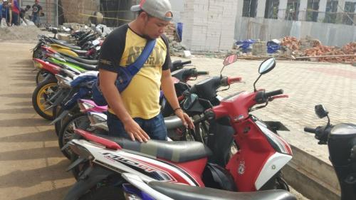 Motor Pria yang Mengancam Akan Bom Polisi di Tangsel (foto: Hambali/Okezone)