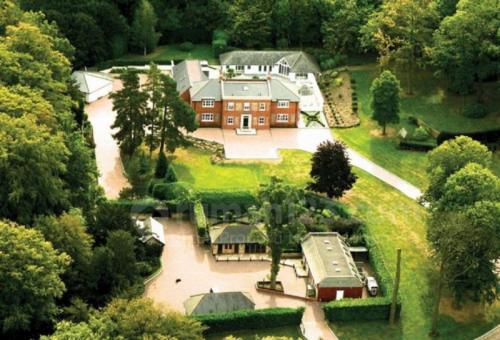 Rumah mewah Alexis Sanchez di London