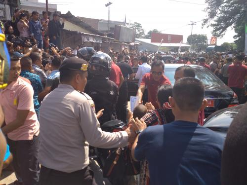 Jokowi dihadang emak-emak