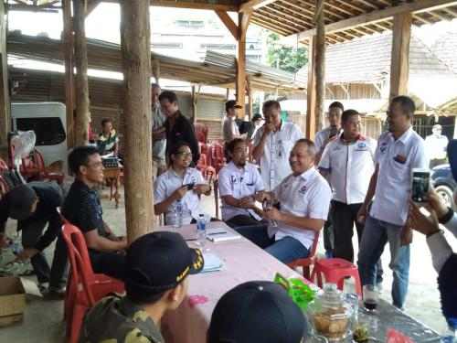 Caleg Syafril Nasution bagikan bantuan