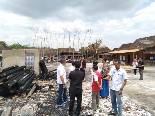 Caleg Syafril Nasution meninjau lokasi kebakaran