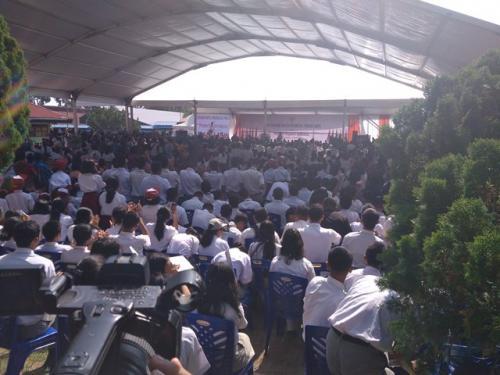 Jokowi serahkan KIP di Toba Samosir. (Foto: Robert Fernando H Siregar/Okezone)