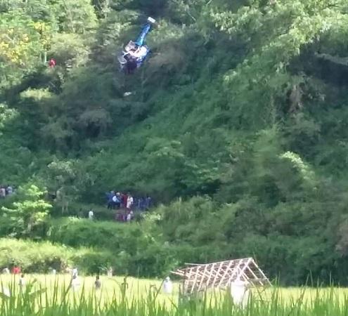 Helikopter jatuh di Tasikmalaya. (Foto: Ist)