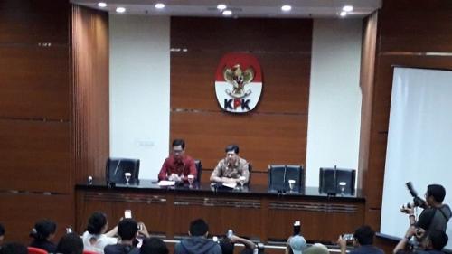 Wakil Ketua KPK Laode M Syarif dan Jubir Febri Diansyah saat konpers terkait OTT Ketum PP Romahurmuziy (Romi). (Foto : Arie Dwi Satrio/Okezone)