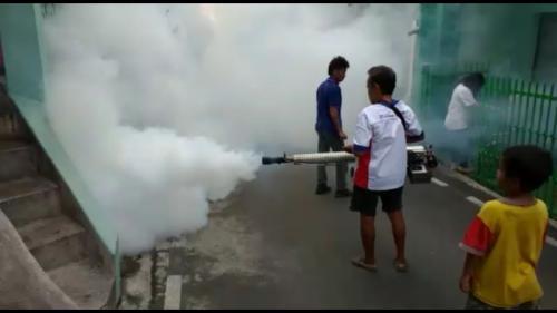 Fogging Perindo di Semarang, Jawa Tengah (foto: Taufik Budi/iNews)Fogging Perindo di Semarang, Jawa Tengah (foto: Taufik Budi/iNews)