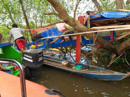 Speedboat Mengalami Kecelakaan di Sungai Musi (foto:Basarnas Kantor SAR Palembang/Ist)
