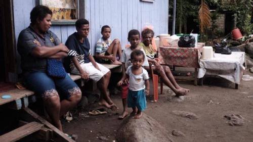 Martina Safkaur dan keluarga. (Foto: BBC News Indonesia)
