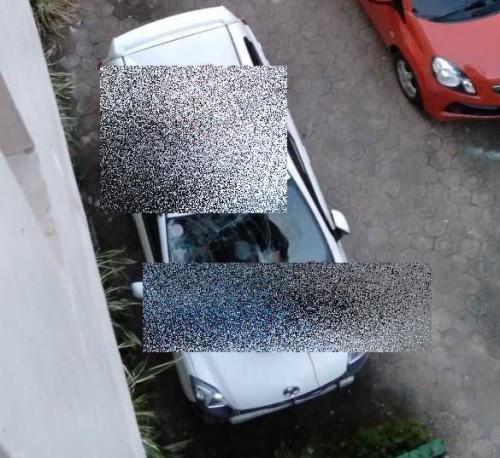 2 wanita diduga lakukan percobaan bunuh diri loncat dari lantai 3 kos-kosan timpa mobil di Makassar. (Ist)
