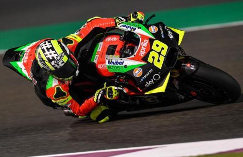 Andrea Iannone melaju di lintasan balap