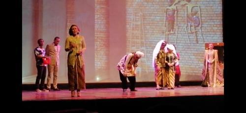 Aktris Wulan Guritno main dalam teater lakon Kanjeng Sepuh