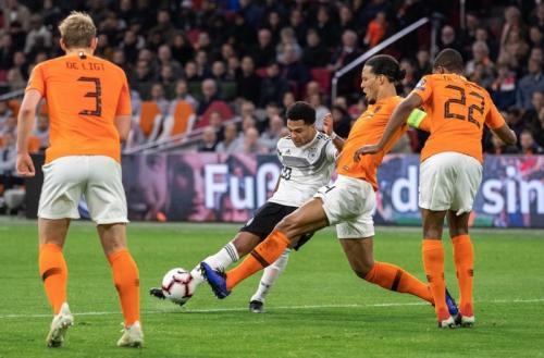 Serge Gnabry membuat kedudukan 2-0 di babak pertama (Foto: Laman resmi UEFA)