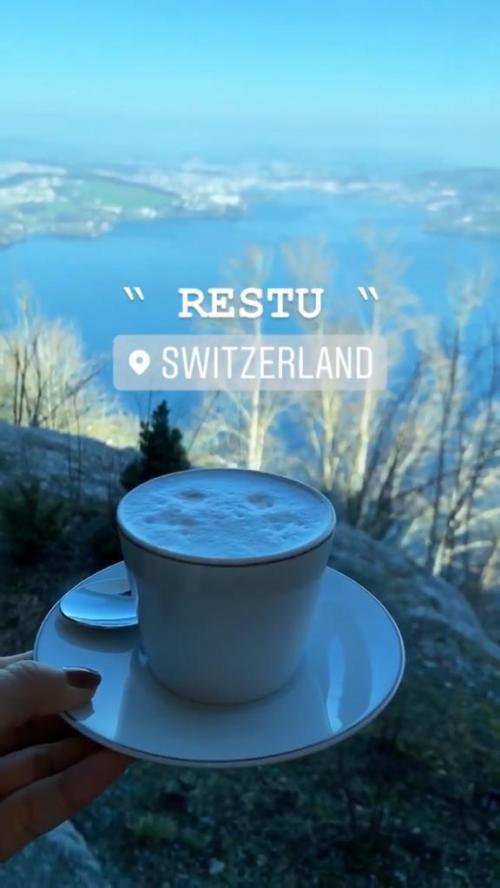 Syahrini nampak menikmati kopi di Swiss