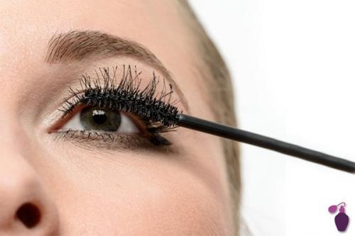 Banyak kesalahan yang tidak disadari wanita saat memakai make up