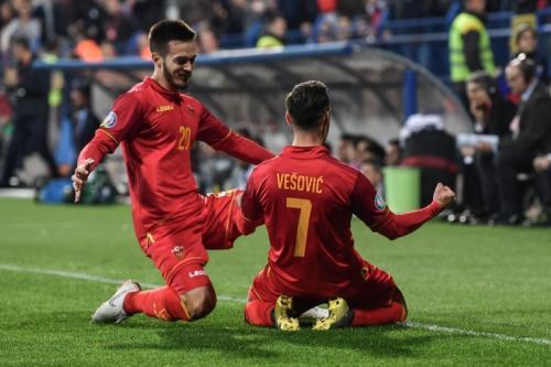 Marko Vesovic sempat membuat Montenegro unggul (Foto: Laman resmi UEFA)