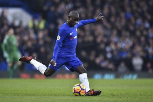 NGolo Kante bermain membela Chelsea