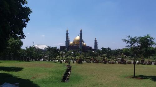 Masjid Kubah Emas Dian Al Mahri Depok. (Foto: Wahyu Muntinanto/Okezone)
