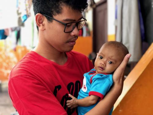 bayi 5 bulan itu masih survive melawan penyakitnya.
