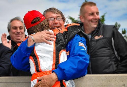 Charles memeluk ayahnya Herve Leclerc (Foto: F1i)