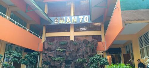 SMAN 70