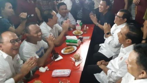 Jokowi Ngopi Bareng Pendukung