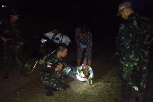 Yonif 643/Wns Amankan 14.400 Liter Miras di Lintas Batas Segumon (Dispenad)
