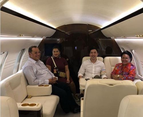 pesawat pribadi milik Sandra Dewi itu memiliki desain interior minimalis