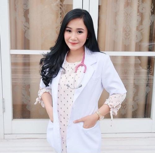 Dokter Cantik Gaji Dua Digit