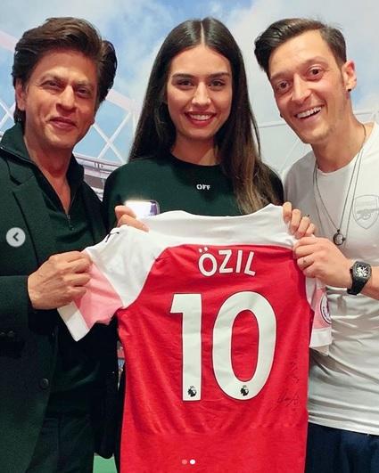 Shah Rukh Khan dan Ozil