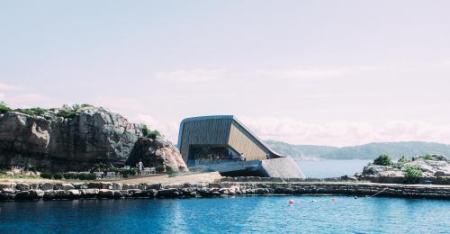 restoran bawah laut