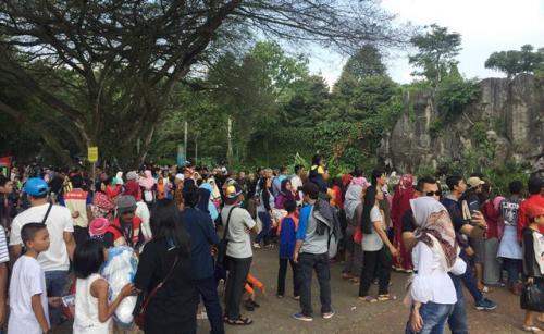Ilustrasi pengunjung Taman Margasatwa Ragunan. (Foto: Harits Tryan Akhmad/Okezone)