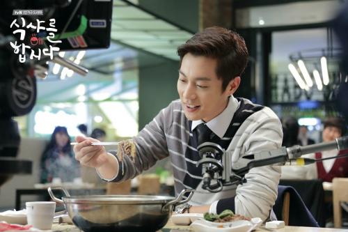 Yoon Doojoon di Let's Eat