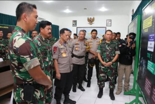Panglima TNI dan Kapolri di Solo