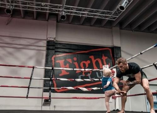 Conor McGregor vs anaknya
