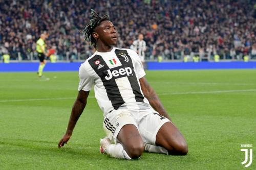 Moise Kean saat merayakan gol