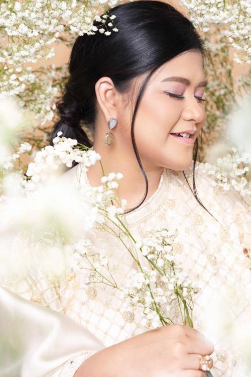 kehadiran warna pada riasan bisa mewakili kecantikan berbagai karakter perempuan Indonesia