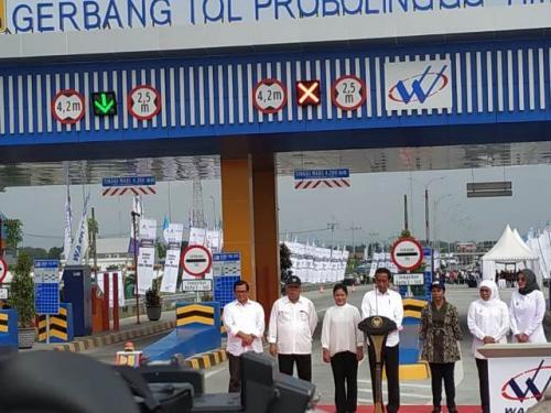 Presiden Jokowi meresmikan Jalan Tol Pasuruan-Probolinggo. (Foto: Fakhrizal Fakhri/Okezone)