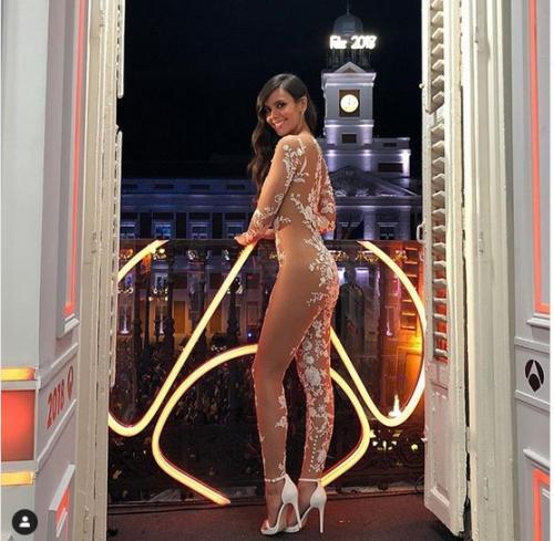 namun model seperti ini bisa menjadi opsi pakaian pernikahan yang luar biasa bukan?