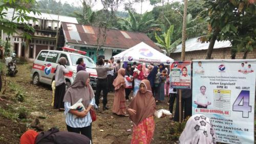 Caleg Perindo Gelar Bazar Murah di Dusun Penakir, Pulosari, Pemalang, Jawa Tengah (foto: Bramantyo/Okezone)