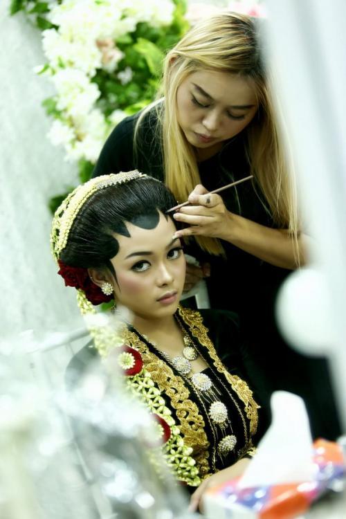 Ilustrasi makeup pengantin