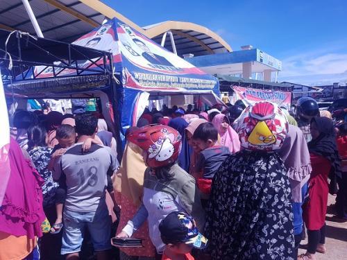 250 paket sembako murah Perindo ludes diserbu warga Merangin. (Foto : Nanang Fahrurozi)