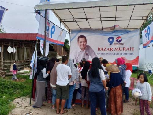 Bazar Beras Murah Serentak Nasional Perindo di Kota Payakumbuh (foto: Rus Akbar/Okezone)