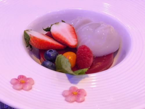 aspberry pun terasa begitu kuat menjadikan makanan ini sebagai pelengkap sempurna.