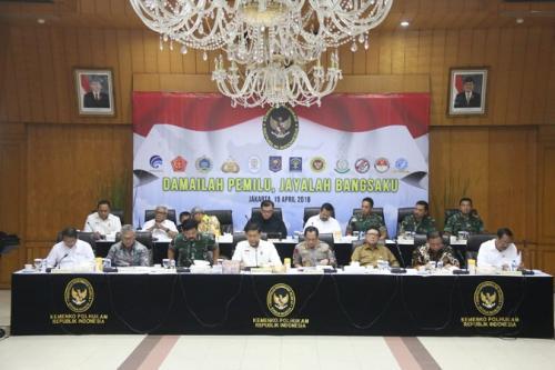 Rapat kesiapan akhir Pemilu 2019 di Kemenko Polhukam, Jakarta, Senin (15/4/2019). (Foto : Fahreza Rizky/Okezone)