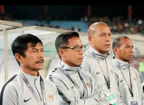 Nova Arianto bersama staf kepelatihan Timnas Indonesia U-23 (Foto: Instagram)